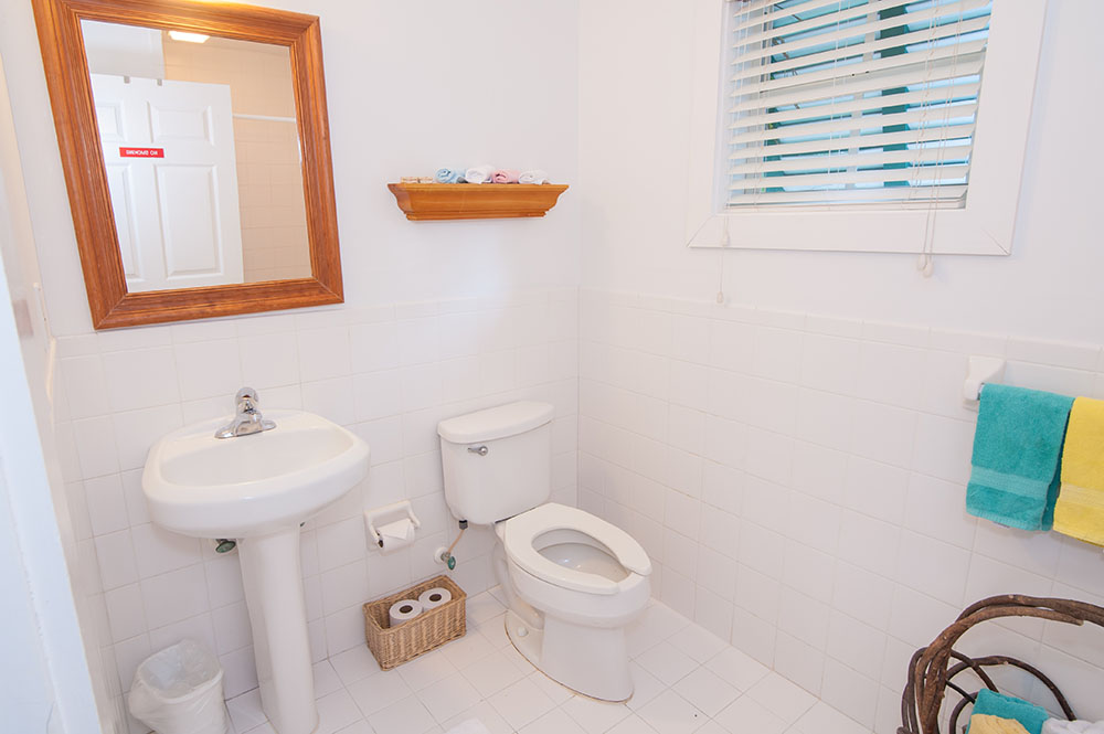 Casa 325 Four Person Studio bathroom